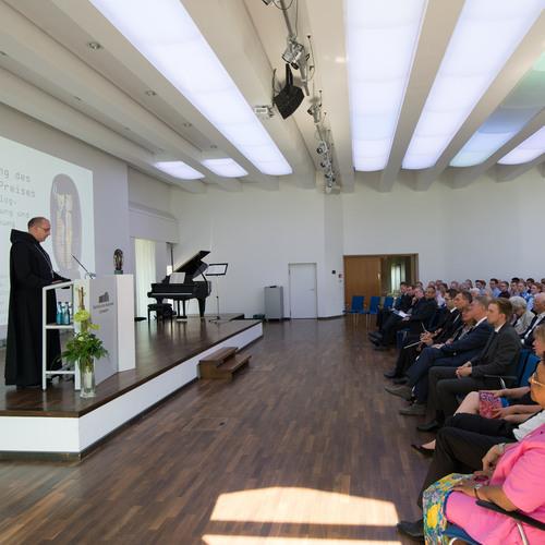 Weihbischof Dr. Dominicus Meier OSB begrüßt das Auditorium