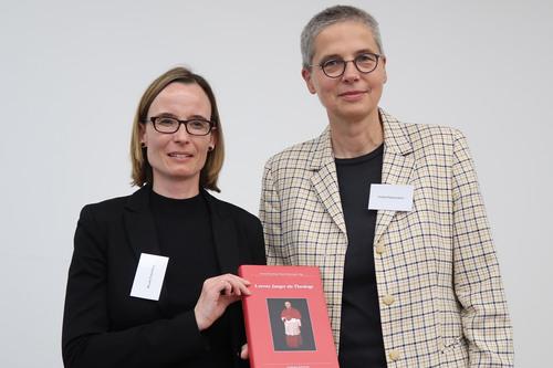 Prof. Dr. Nicole Priesching und Dr. Gisela Fleckenstein