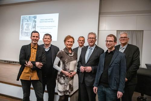 v.l.n.r. Hannes Ley (ichbinhier e.V.), Egbert Neuhaus (Vorsitzender Unternehmensverband Westfalen-Mitte), Birgit Cirullies (Oberstaatsanwältin a.D.), Dr. Peter Klasvogt (Direktor der Katholischen Akademie Schwerte), Regierungspräsident Hermann-Josef Klü