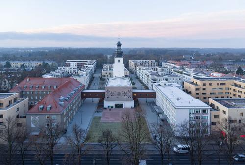 Abb. 3: Köln-Sülz, Areal der Waisenhauskirche mit Wohnquartier, Luftbild (Foto: HG Esch)