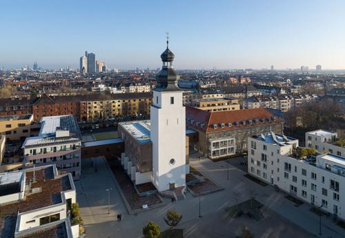Abb. 5: Köln-Sülz, Waisenhauskirche nach dem Umbau, Außenansicht, nebelpössl architekten, Köln (Foto: HG Esch)