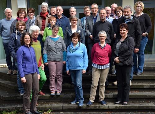 Die Teilnehmerinnen und Teilnehmer der Fortbildung »Altenpastoral auf Kurs« beschäftigen sich in der Katholischen Akademie Schwerte mit den Herausforderungen des demografischen Wandels für die Pastoral. Foto: pdp