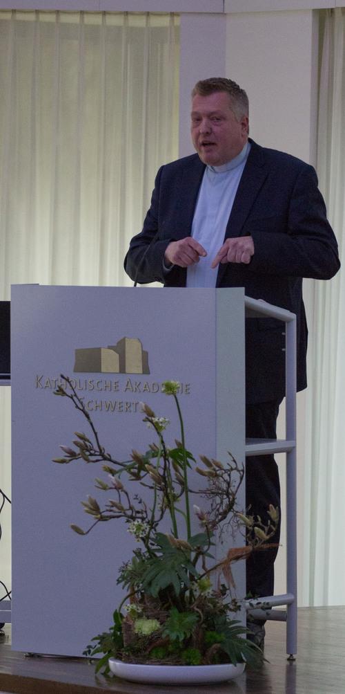 Domvikar Dr. Michael Bredeck hielt den Festvortrag (©Katholische Akademie Schwerte)