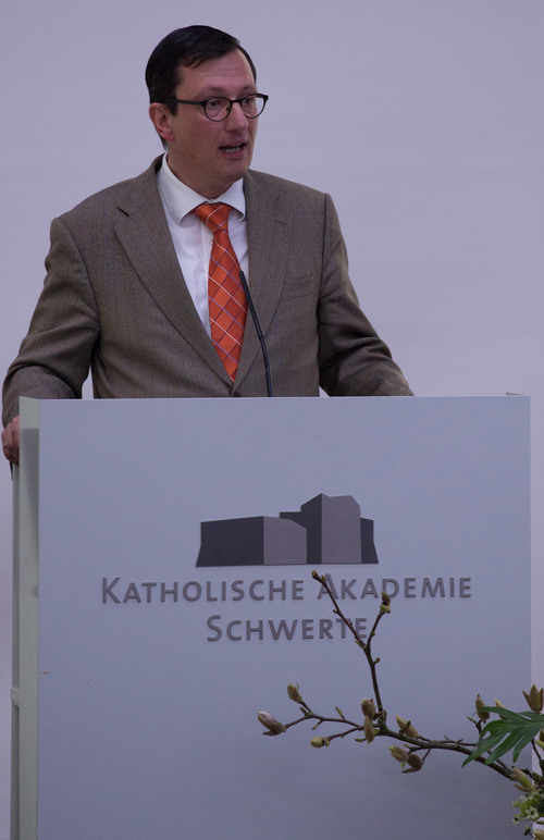 Für die Mitarbeitervertretung dankte Dr. Markus Leniger (©Katholische Akademie Schwerte)