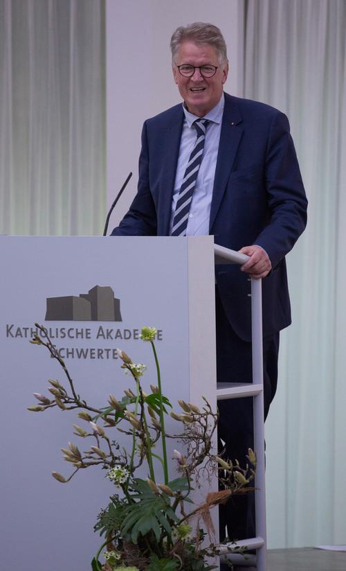 Dank des Vorsitzenden der Fördergesellschaft, Dr. Walter Vosberg (©Katholische Akademie Schwerte)