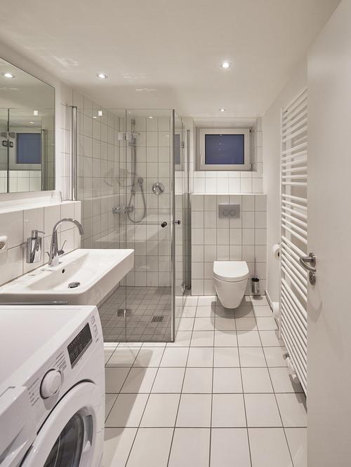 Foto Badezimmer mit Waschmaschine