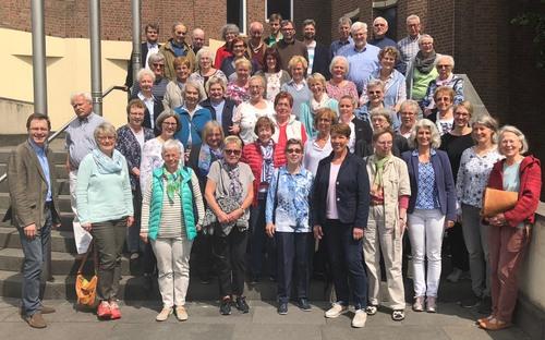 Tag des Gesangs 2018 mit Chorleiter Wolfgang Kläsener (l.); Foto: Kath. Akademie Schwerte