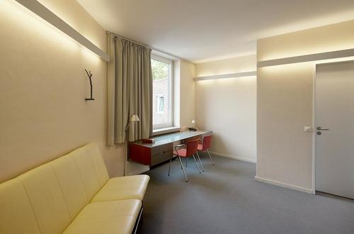 Gästezimmer mit Schreibtisch